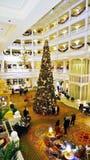 L'albero di Natale all'ingresso Floridiano del grande hotel Fotografia Stock