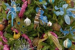 L'albero di Natale ha decorato gli ambiti di provenienza Immagini Stock Libere da Diritti
