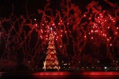 L'albero di Natale Lagoa Rodrigo de Freitas è inaugurato con i fuochi d'artificio Immagini Stock