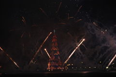 L'albero di Natale Lagoa Rodrigo de Freitas è inaugurato con i fuochi d'artificio Fotografia Stock