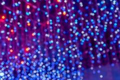 L'albero di Natale Unfocused incolore accende l'illuminazione vaga di festival del fondo immagine stock