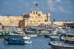 16 11 2018 l'Alexandrie, Egypte, vue du bord de mer de la ville sur un fort militaire antique photo stock