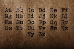L'alfabeto latino, fonte ha stampato sulla macchina da scrivere d'annata fotografia stock