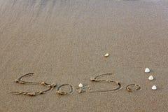 L'alfabeto sulla sabbia ed ha coperture è elemento Fotografie Stock Libere da Diritti