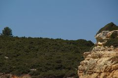 L'Algarve un beau voyage par la route au Portugal - belles falaises - vue de côté Photographie stock libre de droits