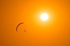L'aliante vola nel cielo Fotografia Stock