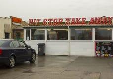 L'alimento caldo popolare Pit Stop Takeaway a Bangor Irlanda del Nord un giorno bagnato freddo fotografia stock libera da diritti