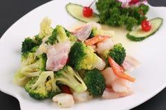 L'alimento cinese di pancetta affumicata ha fritto il gambero con broccolo Fotografia Stock
