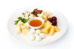 L'alimento del ristorante ha isolato - il piatto di formaggio con miele Fotografia Stock