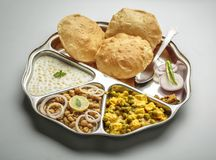 L'alimento indiano del nord è servito in un piatto o in un thali Fotografia Stock Libera da Diritti