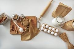 L'alimento ingrained per la preparazione dolce della pasticceria sullo scrittorio Fotografia Stock Libera da Diritti