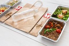 L'alimento sano porta via in scatole a legno Fotografia Stock