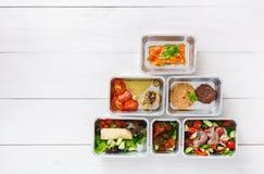 L'alimento sano porta via in scatole, vista superiore a legno Fotografia Stock