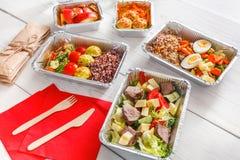 L'alimento sano porta via in scatole, vista superiore a legno Fotografie Stock Libere da Diritti