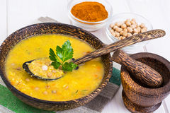 L'alimento vegetariano è senza carne: minestra con i ceci immagini stock