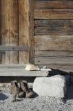 L'Allemagne, Ammersee, livre sur la loge en bois avec augmenter des chaussures Images libres de droits