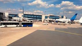 L'ALLEMAGNE, FRANCFORT - 31 MAI 2017 aéroport L'avion débarqué Photo libre de droits