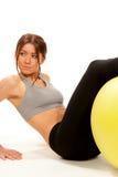 L'allenamento della donna di forma fisica sgranocchia le esercitazioni Fotografia Stock Libera da Diritti