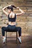 L'allenamento si esercita a casa per perdere il peso Addestramento della donna Immagine Stock Libera da Diritti