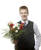 L'allievo delle classi senior in un uniforme scolastico con un mazzo dei fiori Fotografia Stock