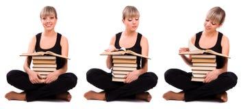 L'allievo sta sedendosi con la pila di libro Immagini Stock Libere da Diritti