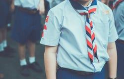 L'allineamento asiatico del gruppo di boy scout e prepara per il campo del boy scout Fotografia Stock Libera da Diritti