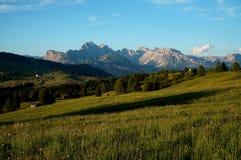 L'alpe e le montagne idilliache meravigliose abbelliscono nelle dolomia Fotografia Stock Libera da Diritti