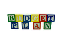 L'alphabet en bois bloque le plan budgétaire d'épellation Photos stock