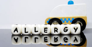 l'alphabet marque avec des lettres orthographier une allergie de mot Photo libre de droits