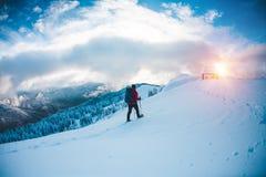 L'alpinista va alla capanna Fotografie Stock Libere da Diritti