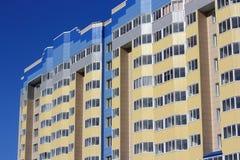 L'alta casa abitata in Immagini Stock