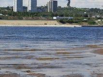 L'alta marea sul fiume Volga Immagini Stock