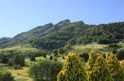 L'alta montagna del villaggio ha chiamato Tonezza del Cimone Italia Fotografia Stock