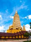 l'alta pagoda gialla in tempio delle tenaglie di colpo Fotografie Stock