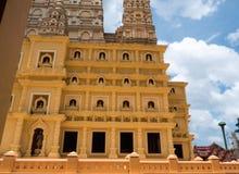 l'alta pagoda gialla in tempio delle tenaglie di colpo Fotografia Stock