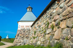 L'alta parete di pietra dei monas di Spaso-Preobraženskij Solovetsky Fotografia Stock Libera da Diritti