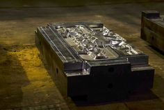 L'alta precisione muore muffa per fondere le parti di alluminio automobilistiche fa con l'acciaio del metallo del ferro fotografia stock