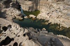 L'alta sponda del fiume in Tailandia Immagine Stock