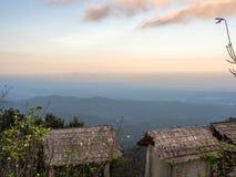 L'alta vista della montagna Immagini Stock