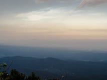 L'alta vista della montagna Fotografia Stock