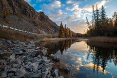 L'Altai Montagne Autunno dorato Cielo blu fotografia stock