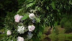 L'altare dell'arco di nozze ha decorato stock footage
