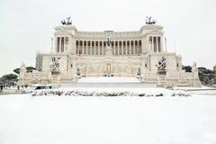 L'altare della patria coperto da neve Fotografia Stock