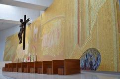 L'altare dentro la nuova basilica di Fatima Fotografia Stock Libera da Diritti
