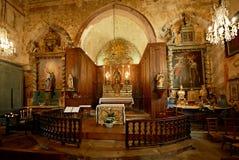 L'altare di una chiesa medioevale Fotografie Stock Libere da Diritti