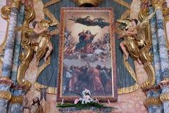 L'altare principale nella chiesa del presupposto di vergine Maria benedetto in Pakrac, Croazia Fotografie Stock Libere da Diritti