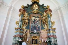L'altare principale nella chiesa del presupposto di vergine Maria in Pakrac Fotografie Stock Libere da Diritti