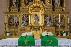L'altare sacro con legno ha scolpito Jesus Christ che sta alla porta Fotografia Stock