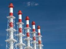 L'alto fumo industriale convoglia in linea Fotografia Stock Libera da Diritti