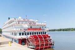 L'Américain Eagle de bateau de rivière de roue à aubes d'Eagle d'Américain s'est accouplé à H Images libres de droits